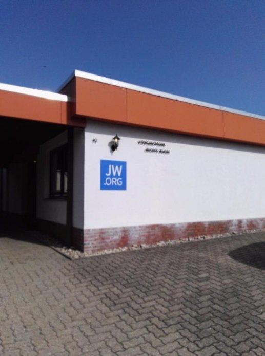 """Jehovas Zeugen News 2018 Verkauf Königreichssaal Versammlung Ebay Kleinanzeigen Helmstedt 1 Königreichssäle Wahrheiten jetzt! Jehovas Zeugen - Königreichssäle werden über eBay Kleinanzeigen """"teuer"""" verkauft"""